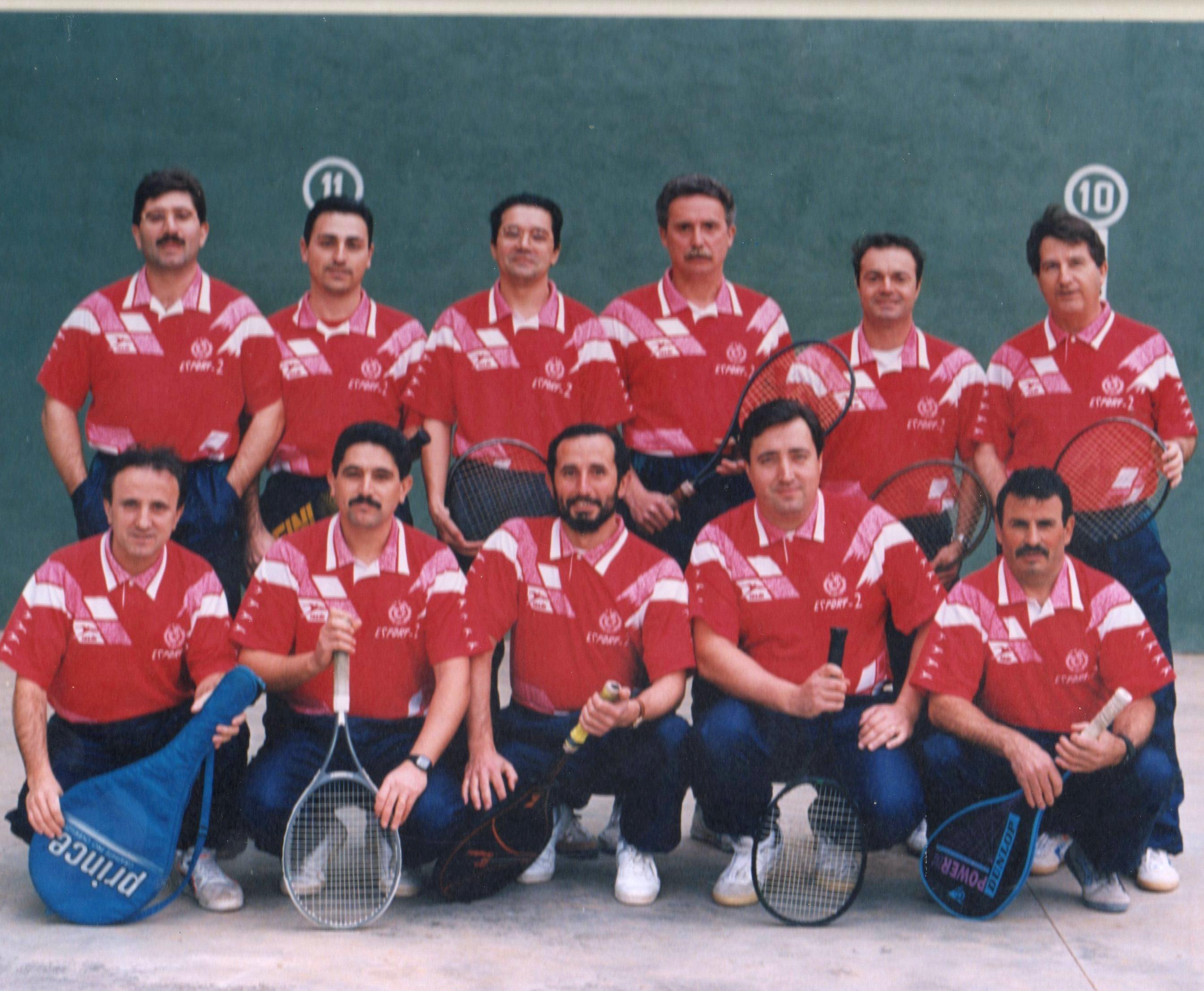 Un clásico de los equipos de frontenis. www.clubdetenisvila-real.es
